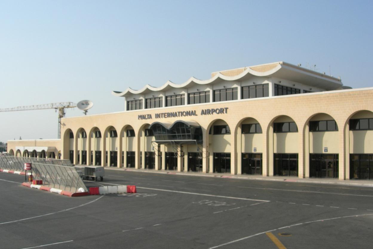 Здание международного аэропорта в городе Валетта