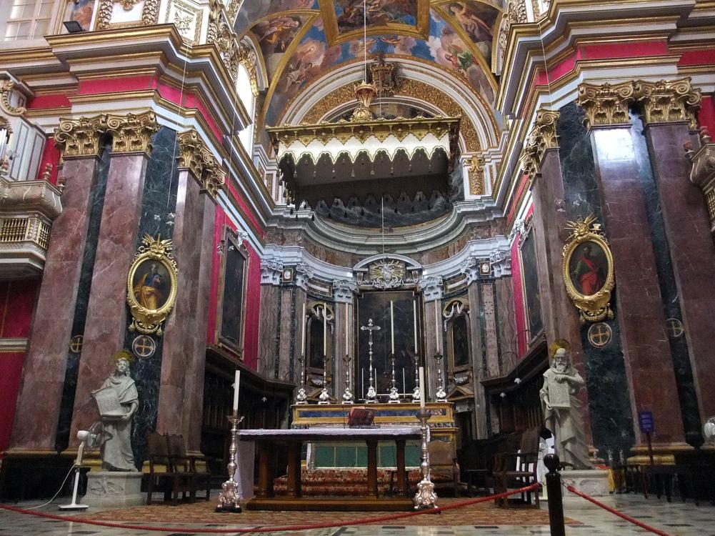 Внутри музея кафедрального собора