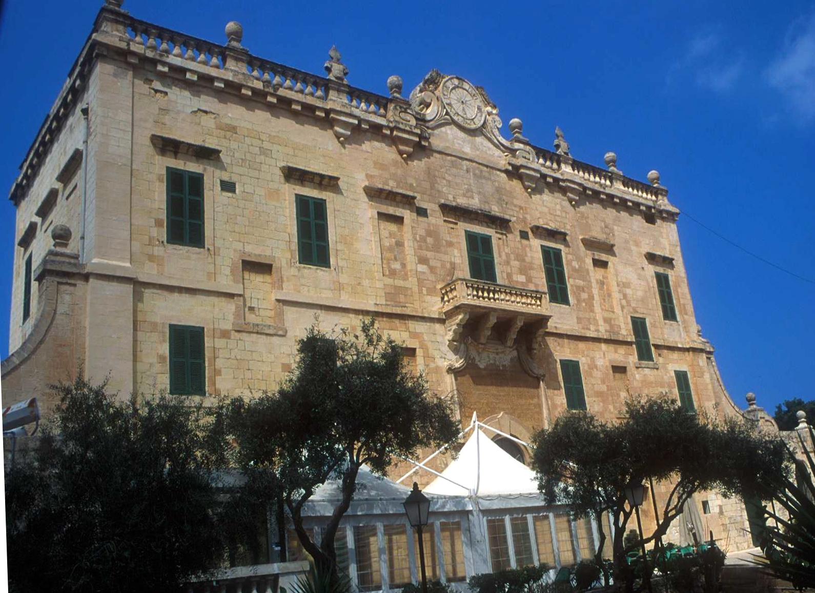 Дворец Спинола