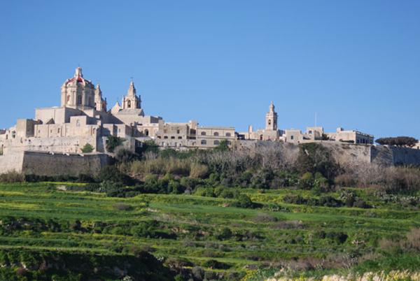 Многие туристы весной посещают мальтийские замки и древние сооружения