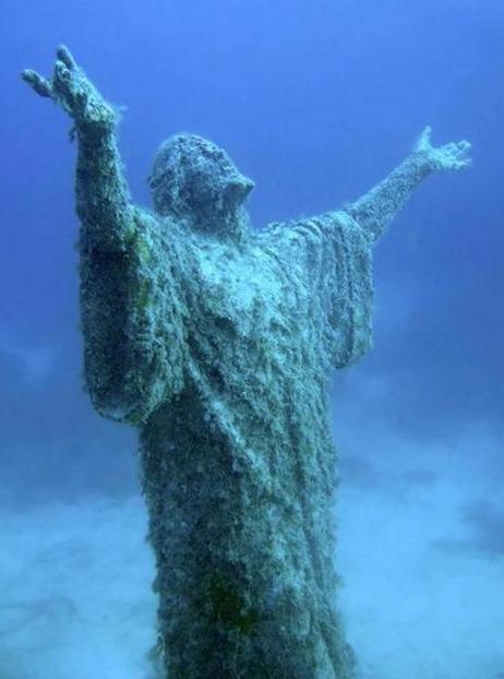 Подводная статую Христа на Мальте