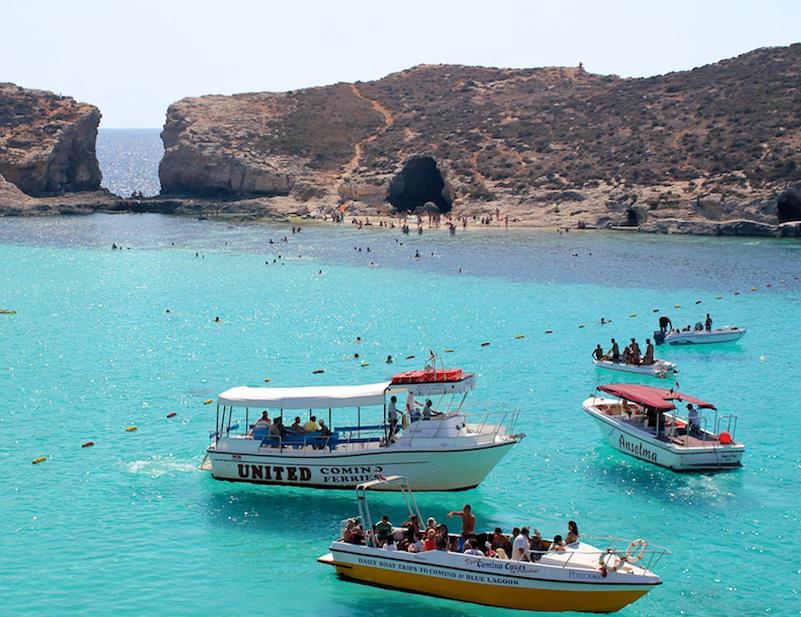 Морская прогулка к соседним островам - хороший вариант посмотреть красоты Мальты летом